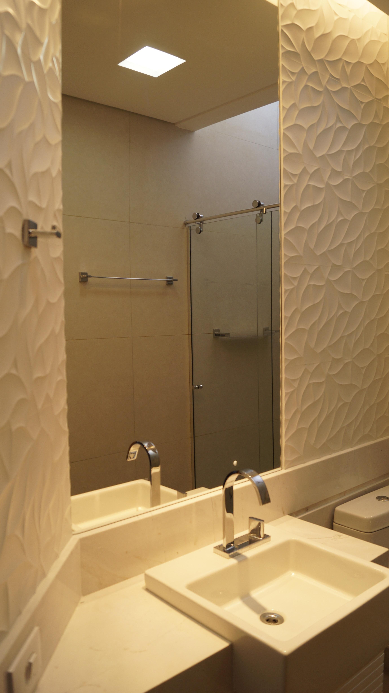 Os banheiros foram completamente reformados. #A48227 2760x4912 Banheiro Branco Bege