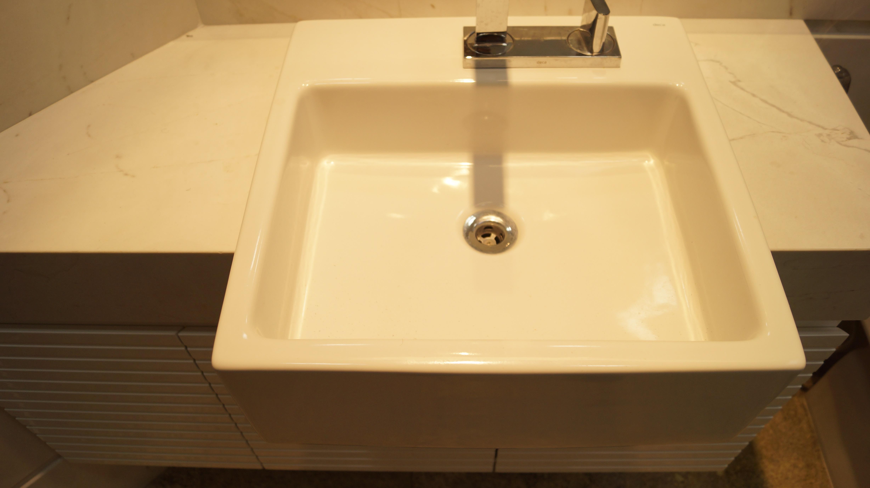 #B98912 Os banheiros foram completamente reformados. 4912x2760 px Banheiros Pequenos Reformados 163