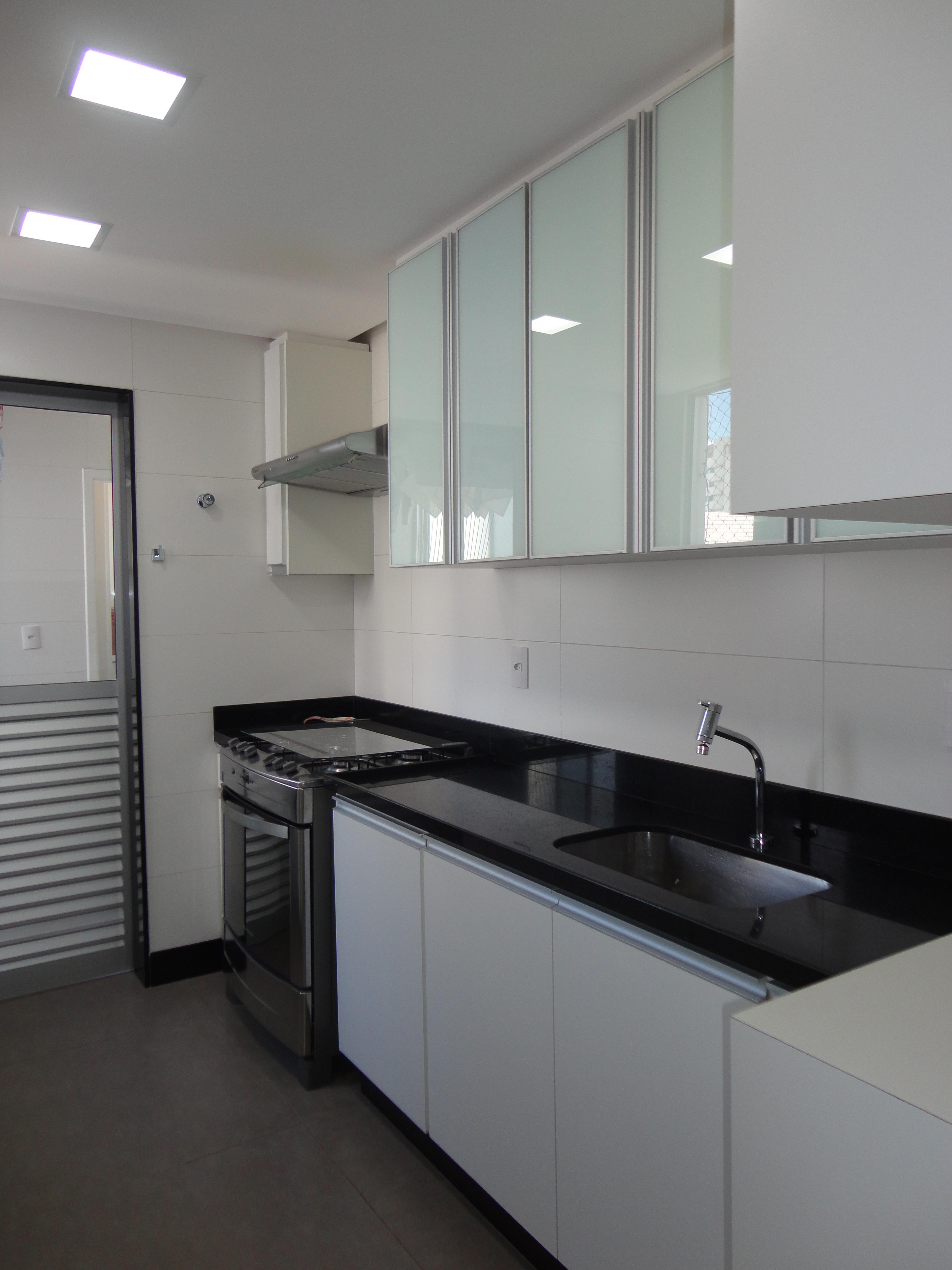 Quartos modificação completa piso gesso iluminação e  #6D665E 3456x4608 Banheiro Com Pastilhas Amarelas